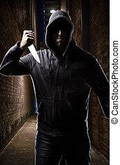 Thief on a dark alley