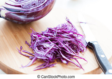 thinly sliced ??red cabbage on a cutting board