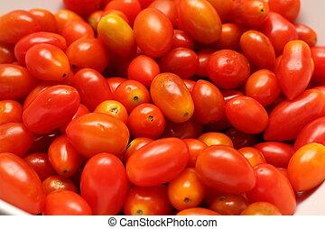 small tomato cherry tomatoes