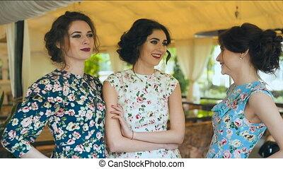 Three old fashioned talktive girlfriends - Three old...