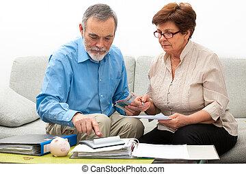 thuis, paar, financiën, het berekenen