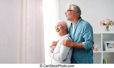 thuis, paar, senior, het koesteren, vrolijke