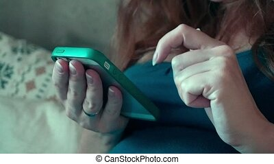 thuis, smartphone, vrouw, vrolijke , zwangere