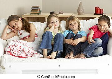 thuis, televisie, kinderen, jonge, schouwend