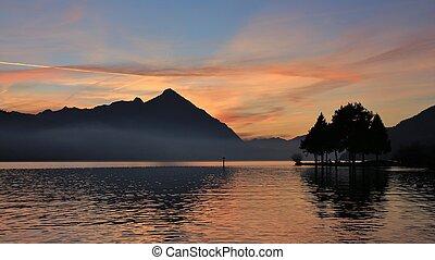 thunersee., wolken, kleurrijke, niesen, opstellen, sunset., meer, neuhaus, switzerland., op, aanzicht