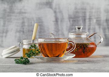 Thyme tea with honey