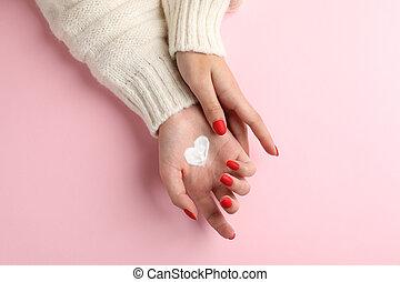 tid, rosa, hjärta, ren, mjuk, text., vinter, begrepp, utrymme, sjukvård, moisturizing, skapat, bakgrund, form, räcker, topp, grädde, skinn, kvinna, utsikt.