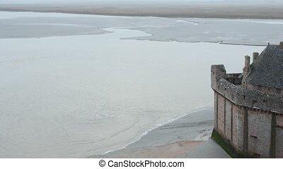 Tidal Wave and Mont Saint-Michel - Observation of tidal wave...
