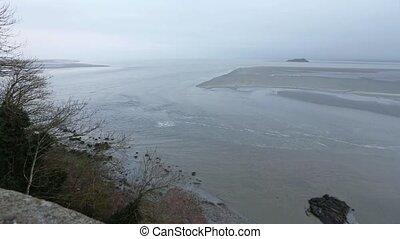 Tidal Wave. Morning misty Sea View. - Observation of tidal...