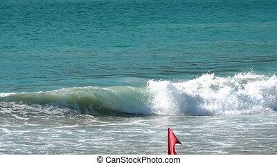 Tidal waves on Phuket - Tidal waves in the ocean near Nai...