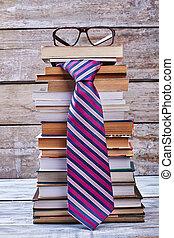 tie., bril