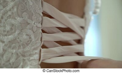 Tie lace in wedding dress, put on bridal gown