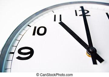 tiempo, o?clock
