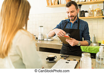 tienda, café, barista, credito, golpeando, tarjeta