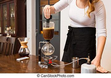 tienda, café, mujer, sifón, encima de cierre, fabricante