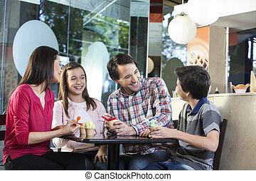 tienda, casual, familia , helados, teniendo