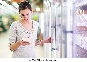 tienda de comestibles, compras de mujer, carne, joven, tienda