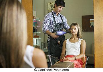 tienda, golpe, mujer, peluquero, secado, pelo largo