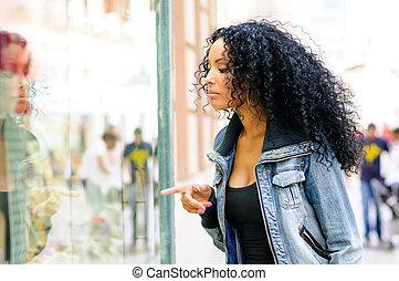 tienda, peinado, mirar, ventana, mujer negra, afro