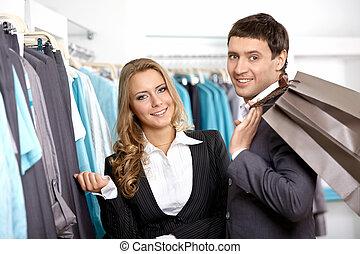 tienda, sonriente, pareja