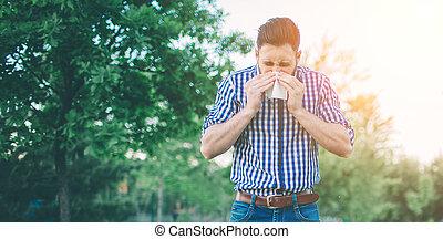 tiene, enfermo, handkerchief., líquido, joven, nose., hombre...
