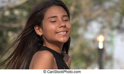 tiener meisje, het glimlachen, mooi