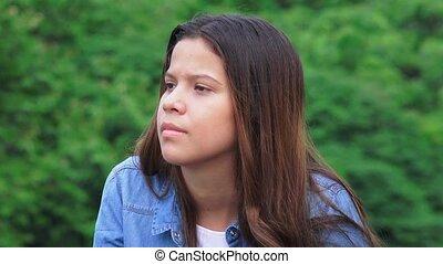 tiener meisje, jonge, het luisteren
