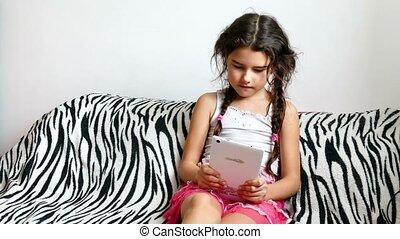 tiener, tablet, zittende , bed, spel, meisje, spelend