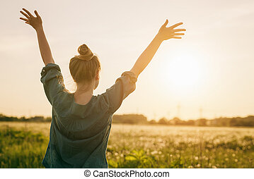 tiener, voelen, vrijheid, hemel, armen, stander, vrouwlijk, meisje, uitgerekkenene