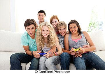 tieners, het spelen videospelletjes, in, de, huiskamer