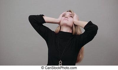 tient, mal tête, dos, grimacer, pendant, douleur, fatigue, indiquer, location., cou
