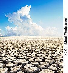 tierra, con, seco, suelo agrietado, debajo, cielo azul