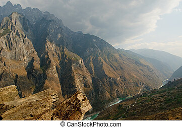 tiger leaping gorge, yunnan, china