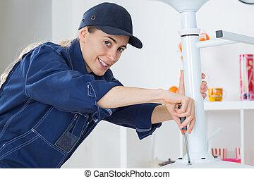 tighten the screw