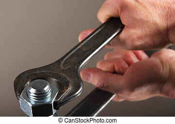 Tightening - Manualyl tightening the nut by a wrench.