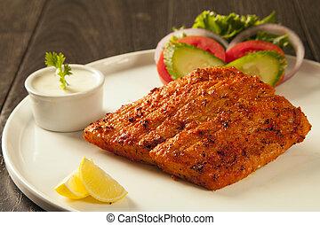 tikka, salade, plaque, plus aigre, fish, grillé, servi, sauce