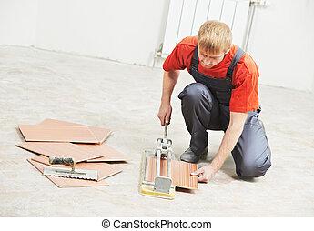 tiler, trabajo, corte, azulejo, renovación casera
