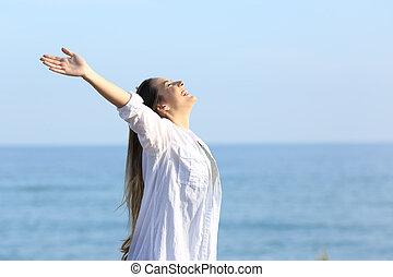 tillfreds, kvinna, andning, stranden