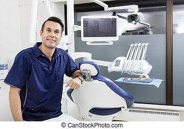 tillitsfull, klinik, stol, manlig, tandläkare