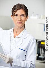 tillitsfull, kvinnlig, forskare, in, labb