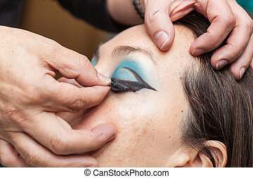tillsluta, av, a, makeupkonstnär, söker, den, oäkta ögonhår, till, a, kvinna