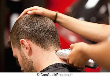 tillsluta, av, a, male deltagare, ha, a, hårklippning