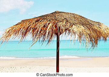 tillsluta, av, a, vacker, sugrör, paraply, stranden, hos, dag, på, den, tom, strand, blanka blåa, vatten, och, sky, paradis, tropical strand, tid, synhåll, folk