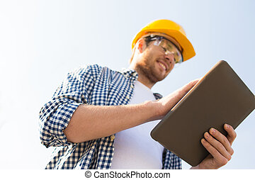 tillsluta, av, byggmästare, in, hardhat, med, skrivblock...