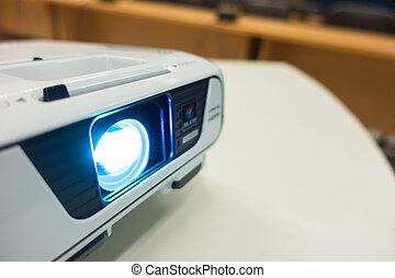 tillsluta, av, projektor, på, bord