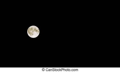 Time lapse. of a full moon. 4k, telephoto lens. - Time lapse...