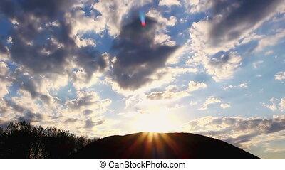 time-lapse, rays, clouds, bursting, солнце, над, перемещение, холм, видео, его