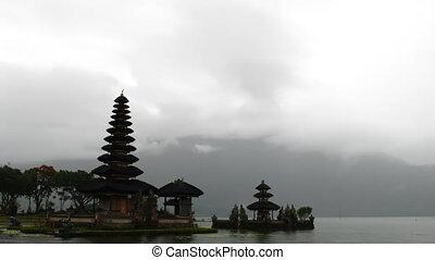 Pura Ulun Dana - Time lapse temple Pura Ulun Dana, Bali,...