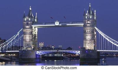 Time lapse Tower Bridge London