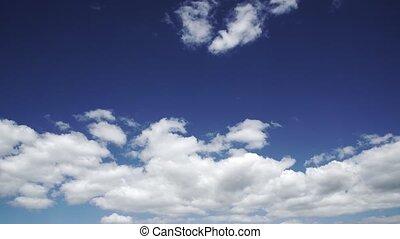 Timelaps deep blue sky and clounds 4k
